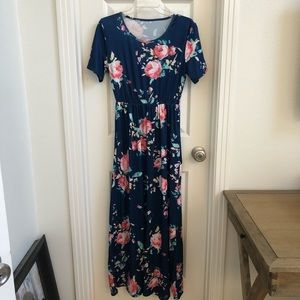 Dresses & Skirts - (Never Worn) Flower Print Maxi Dress